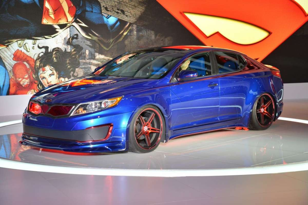 Kia Optima Hybrid Superman Edition