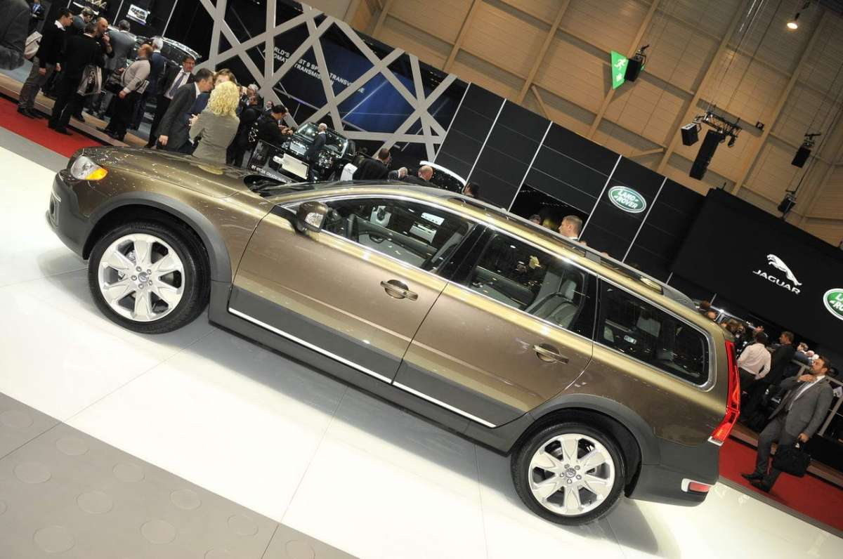 Volvo XC70 2013 restyling Fiancata del facelift