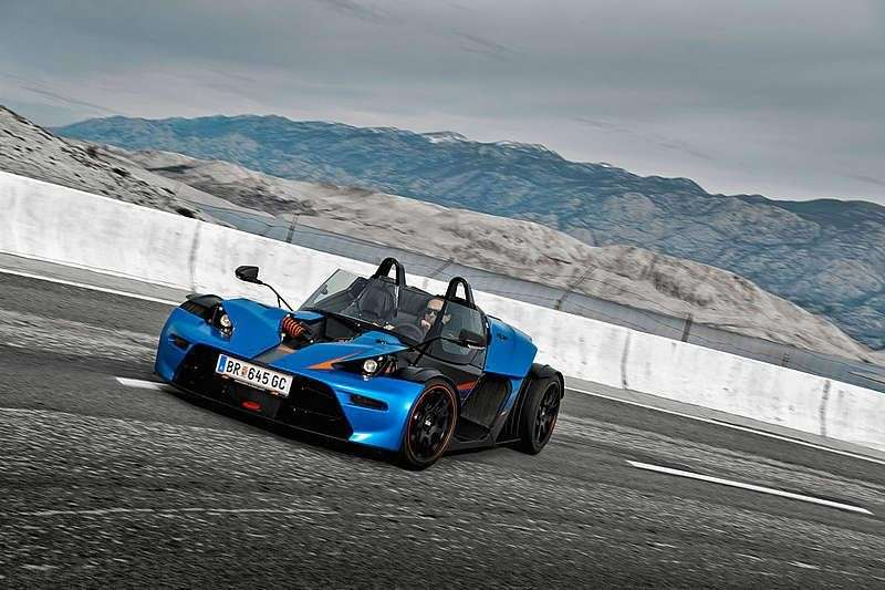 KTM X-BOW GT in derapata