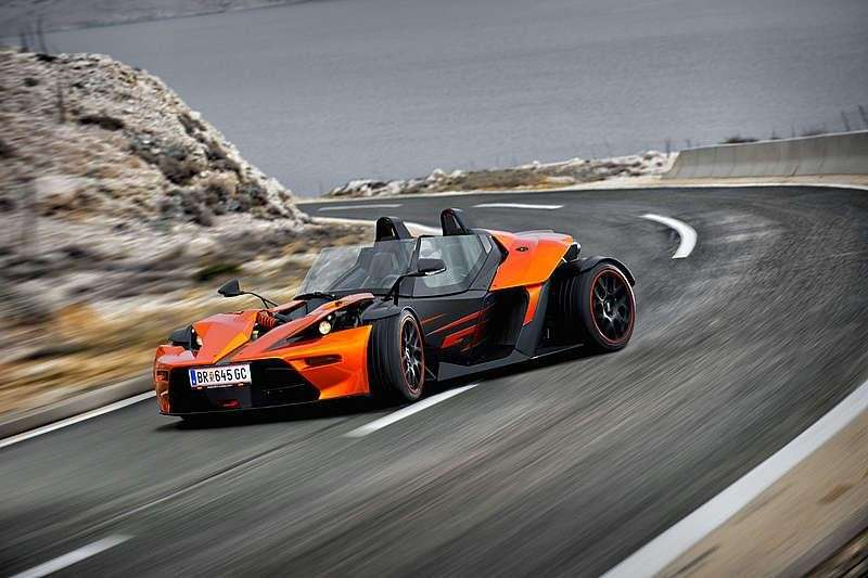 KTM X-BOW GT in curva