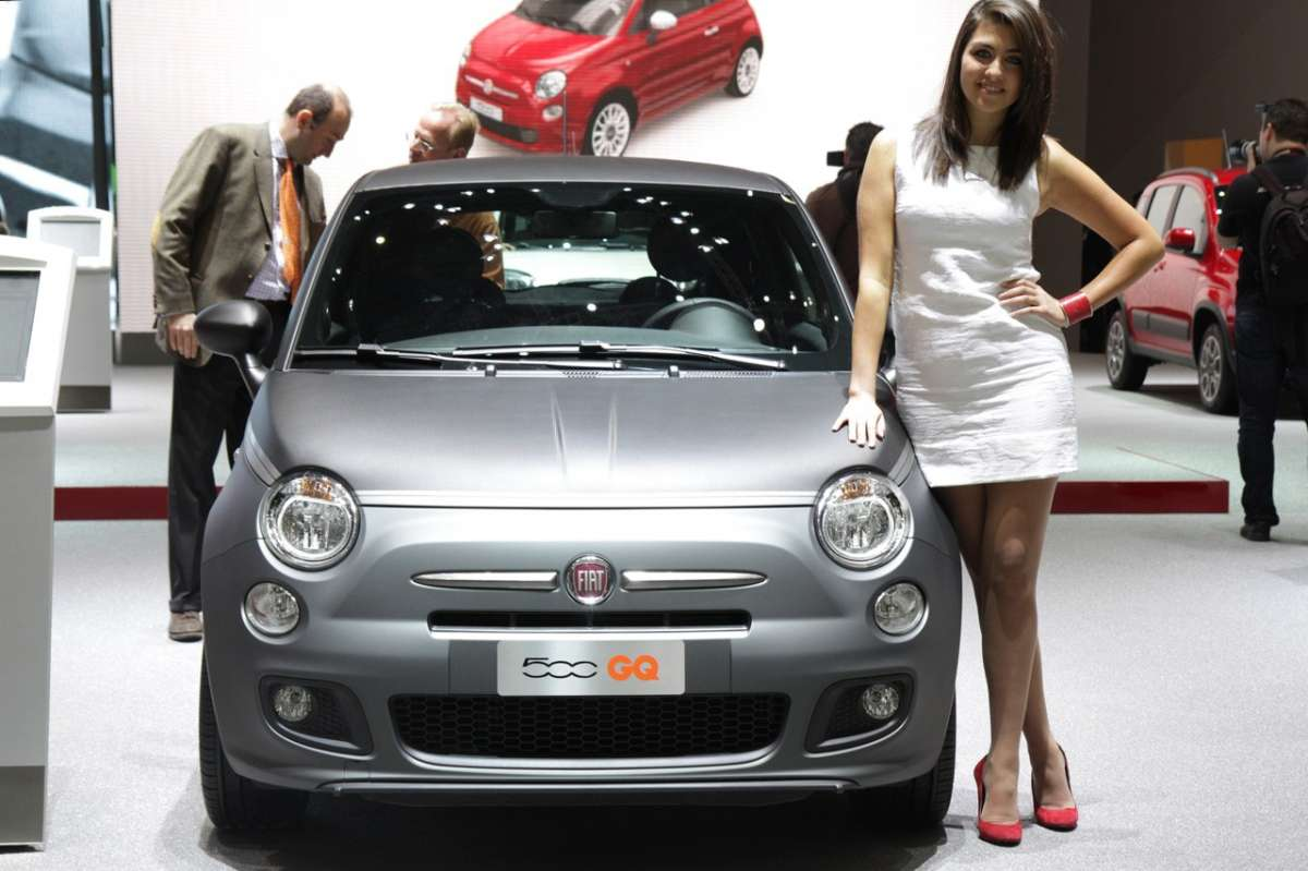 la hostess vicino alla Fiat