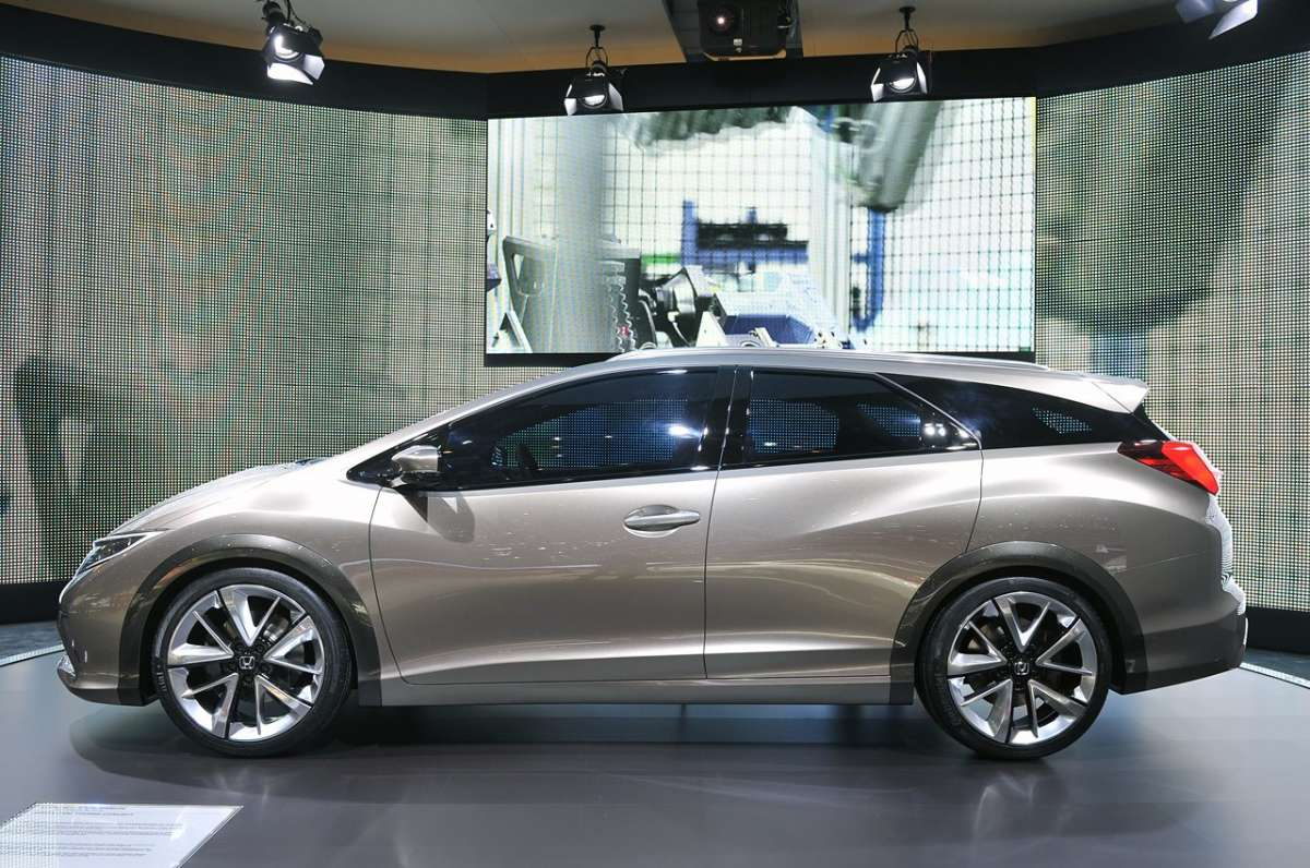 Honda Civic Tourer Salone di Ginevra 2013 laterale
