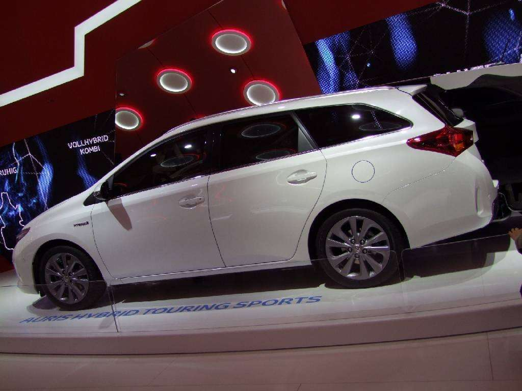 Toyota Auris Touring Sport laterale