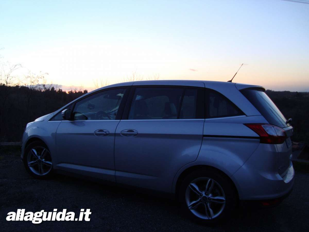 Vista laterale Ford C-Max7