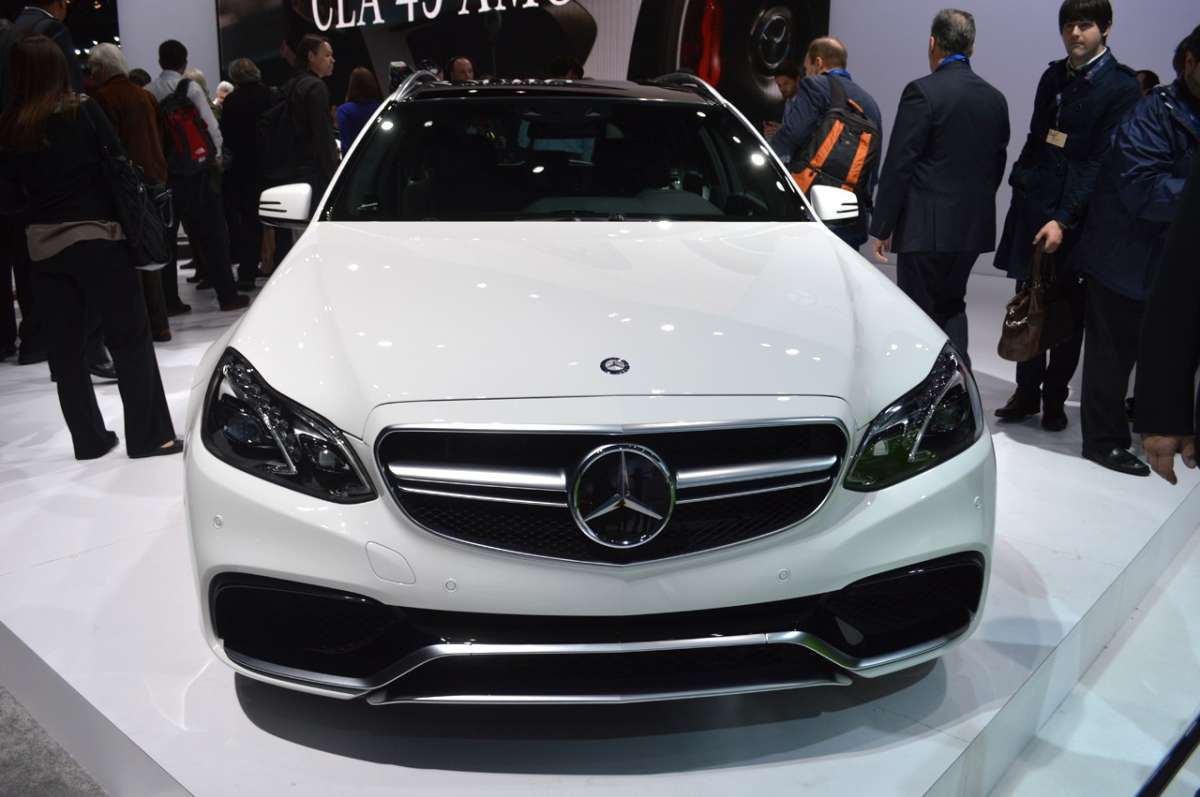 vista frontale CLA 45 AMG New York 2013