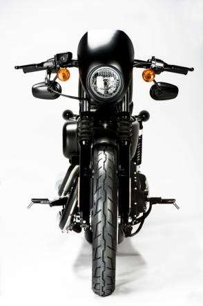 Frontale dell'Harley-Davidson Sportster Iron 883 Special Edition