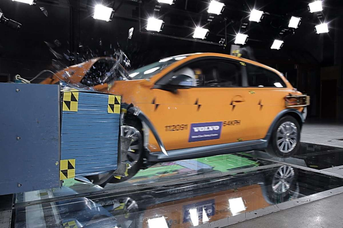 Crash test Volvo C30 Electric