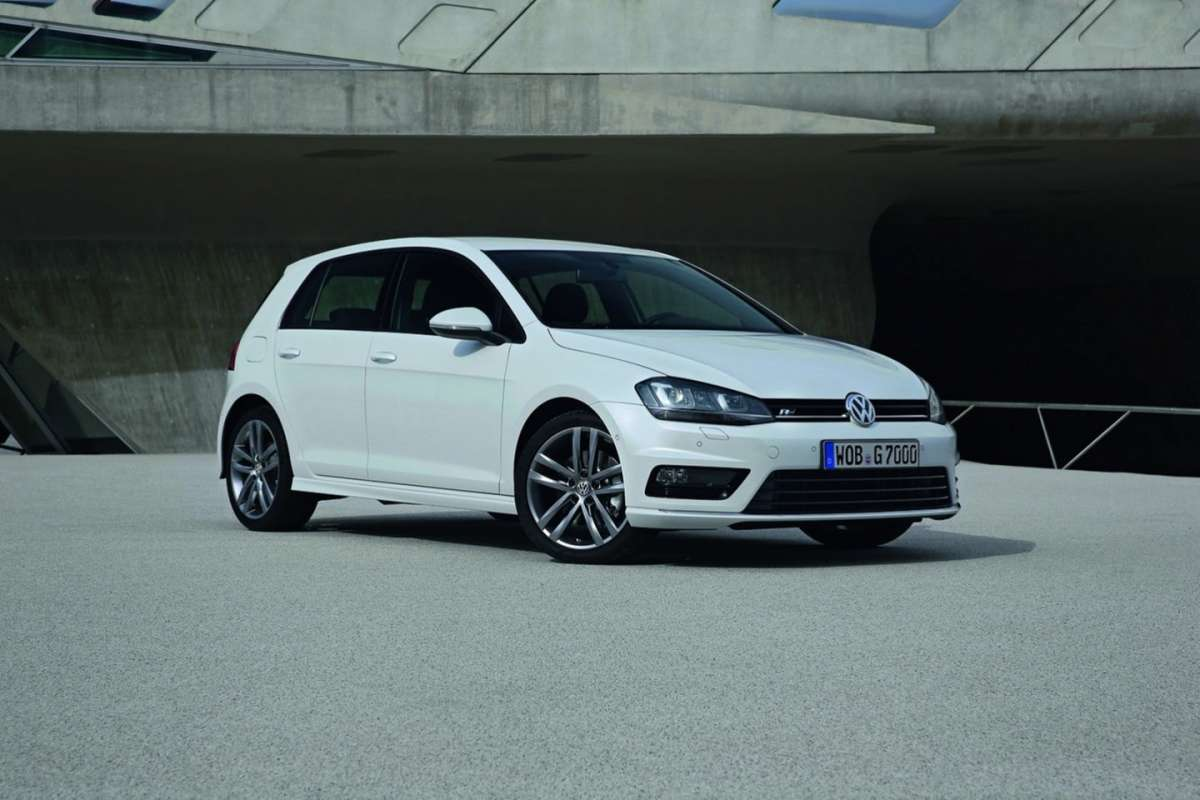 volkswagen golf 7 r line foto allaguida. Black Bedroom Furniture Sets. Home Design Ideas