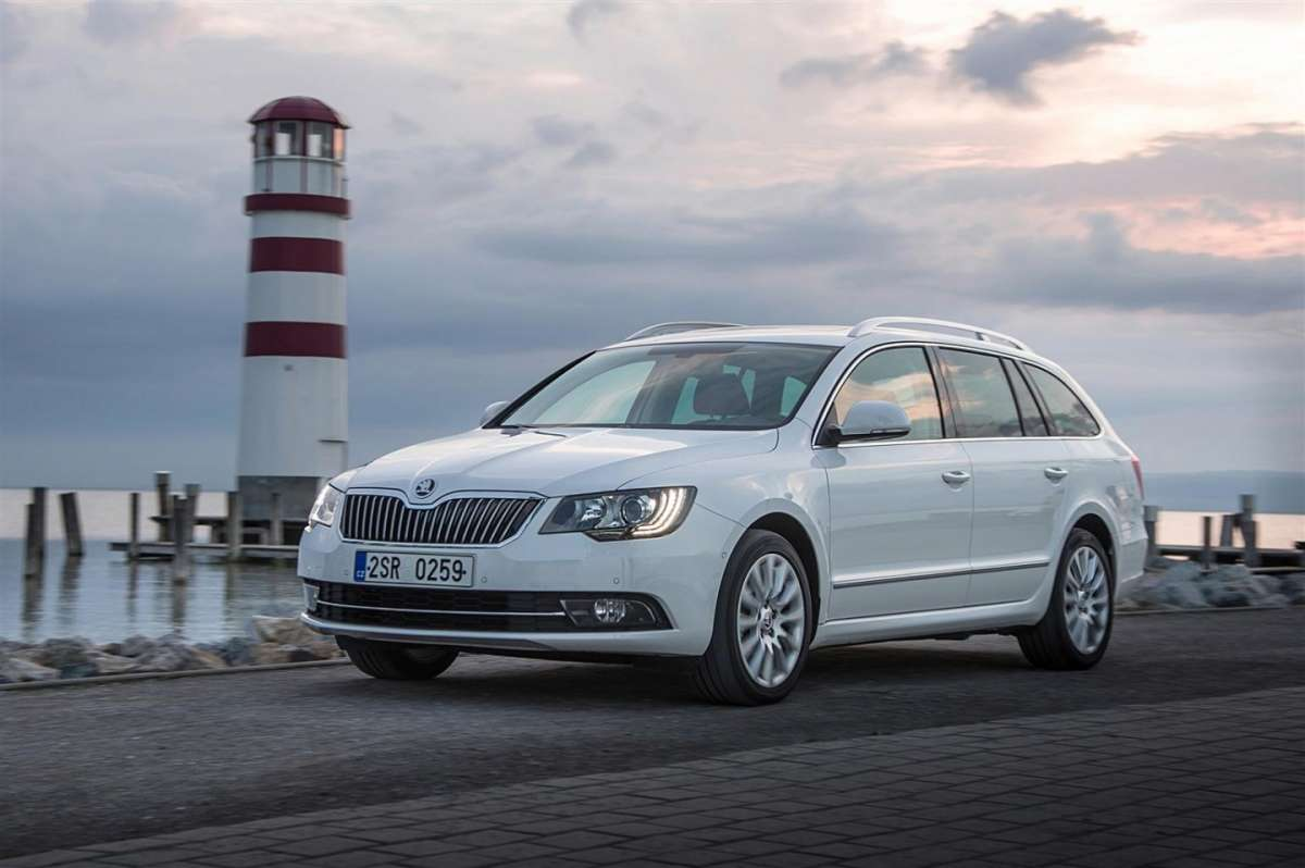 Skoda Superb Wagon 2013, foto