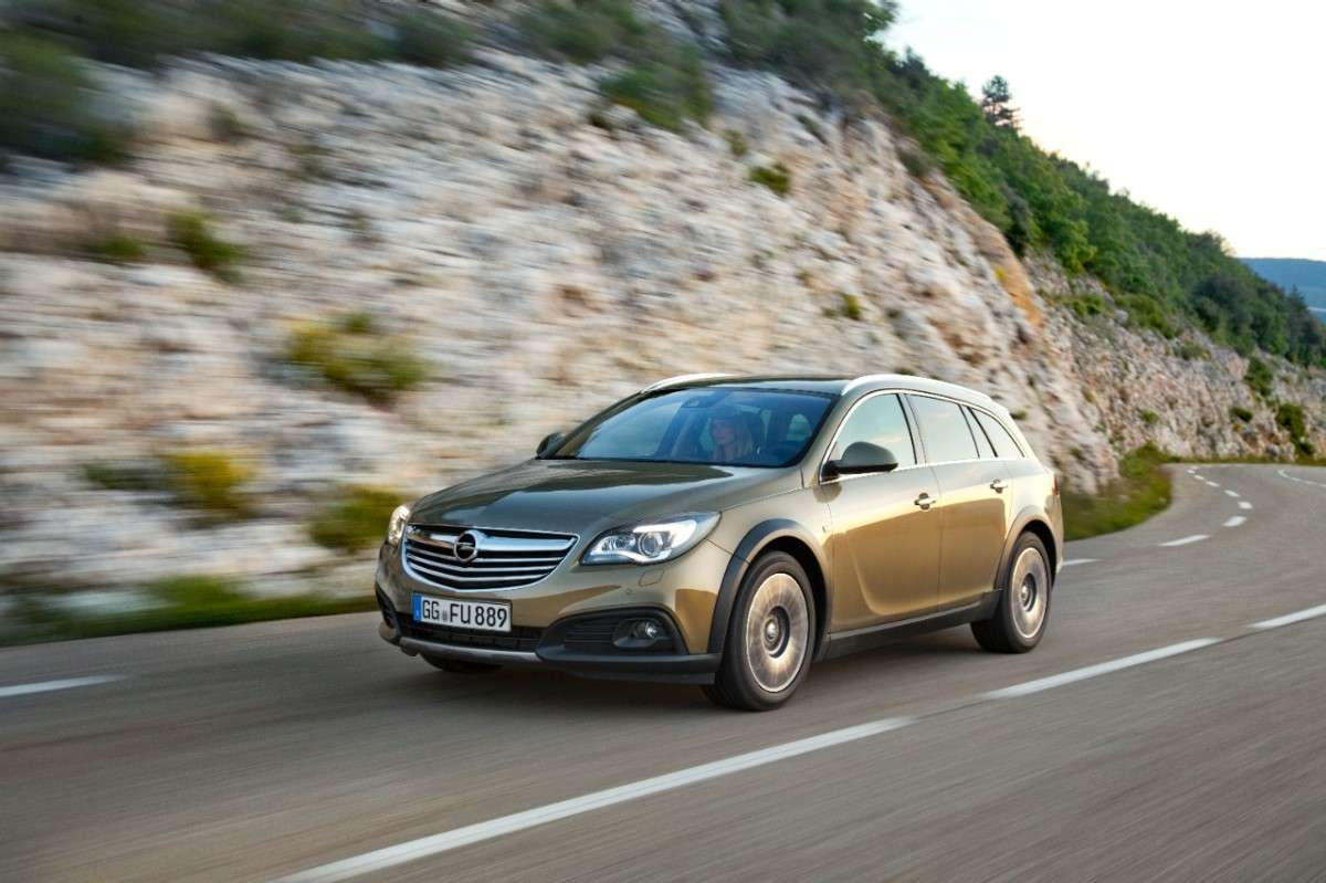 Opel Insignia Country Tourer, dimensioni