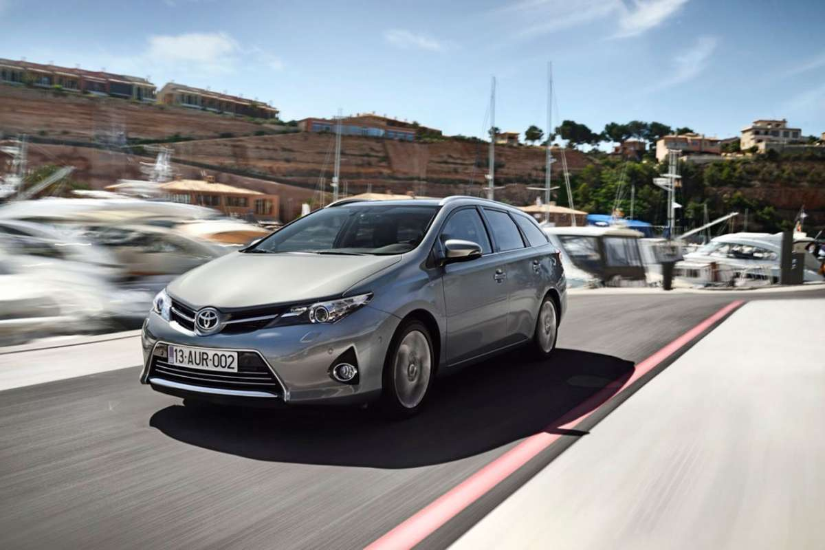 Toyota Auris Touring Sports, grigia davanti