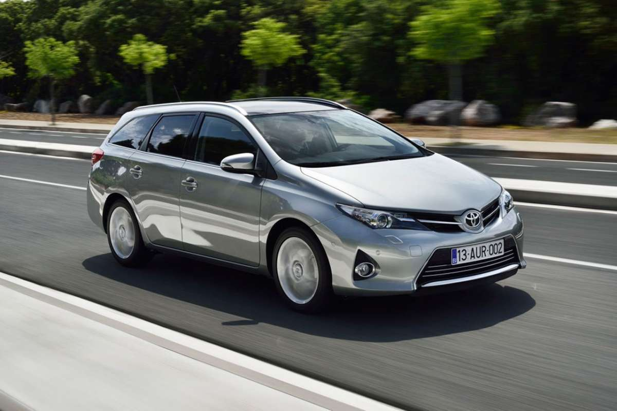 Toyota Auris Touring Sports, laterale anteriore grigia