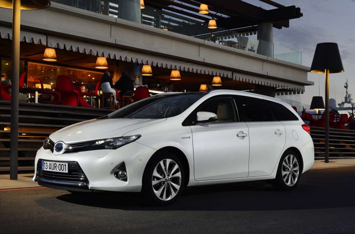 Toyota Auris Touring Sports, bianca