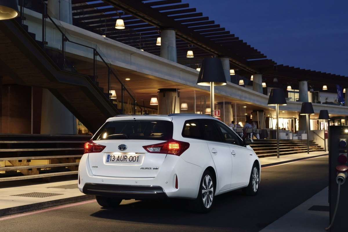Toyota Auris Touring Sports, luci posteriori attive