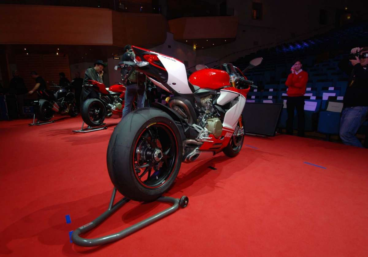 Ducati 1199 Panigale S MY 2013 Back 1