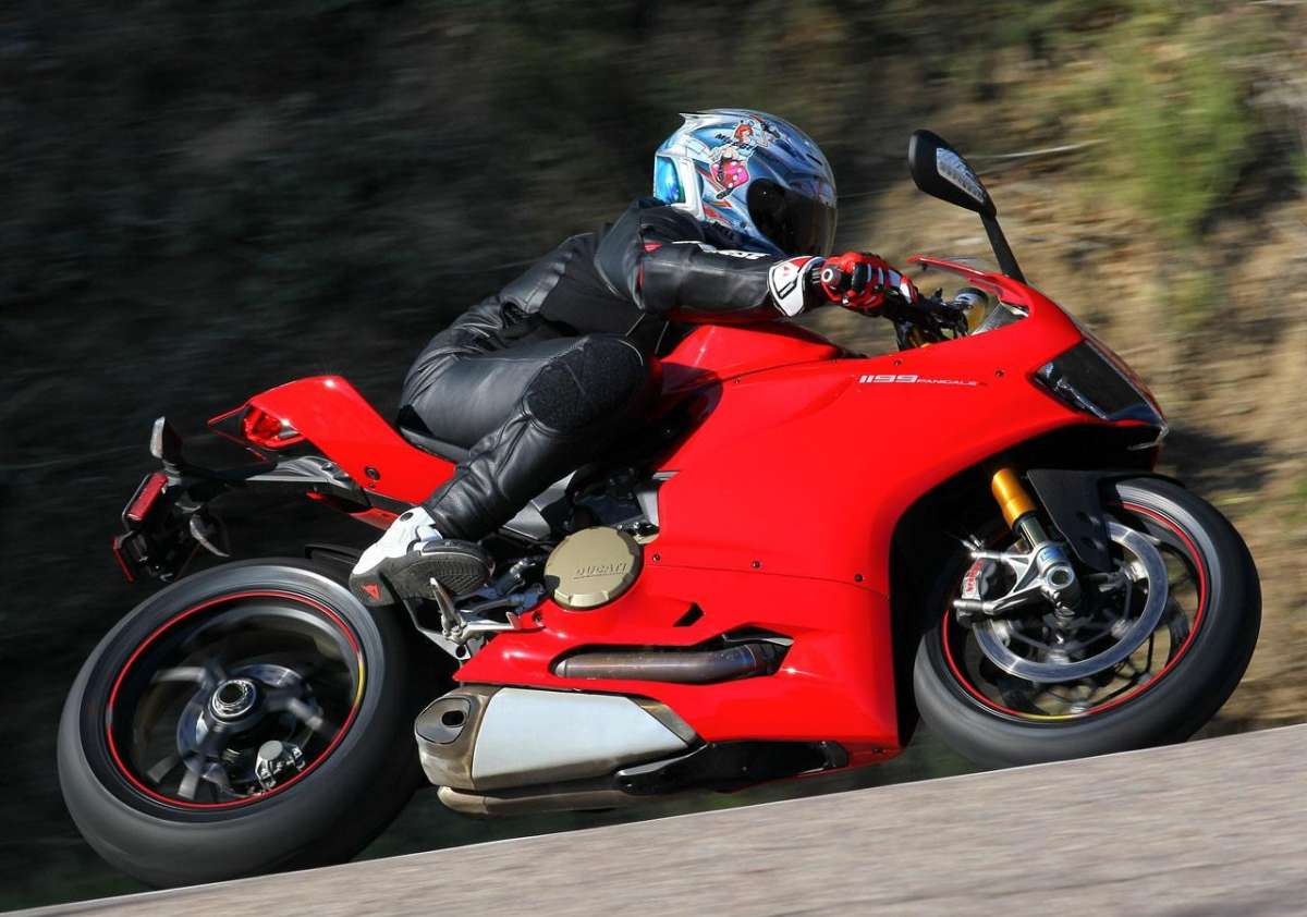 Ducati 1199 Panigale S MY 2013 Bend 3