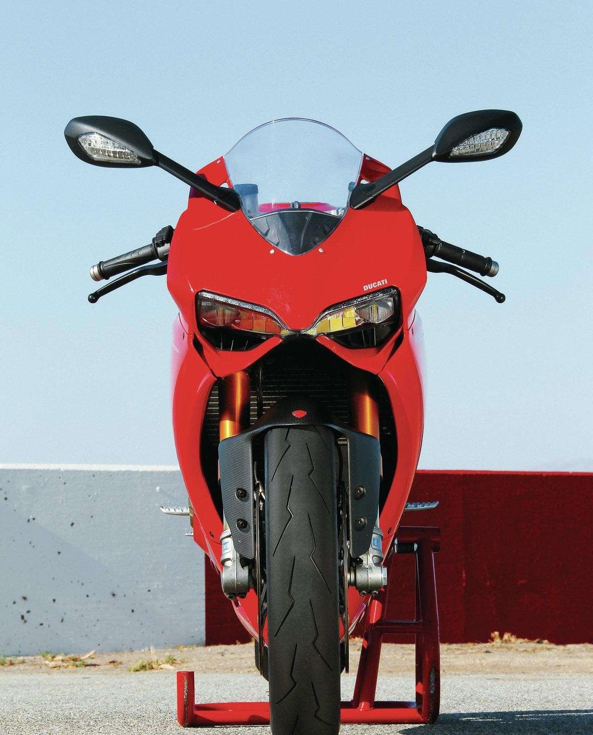 Ducati 1199 Panigale S MY 2013 Front 1