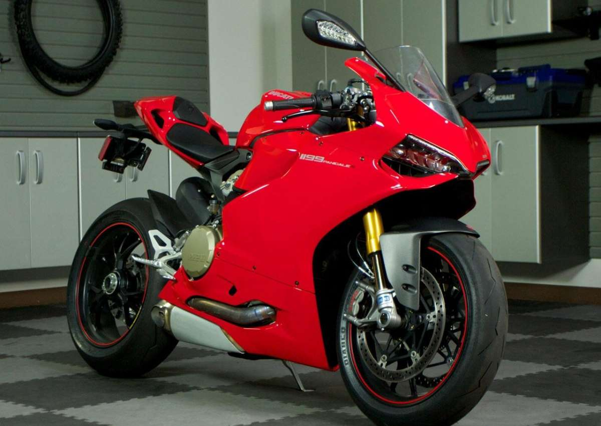 Ducati 1199 Panigale S MY 2013 Side 5
