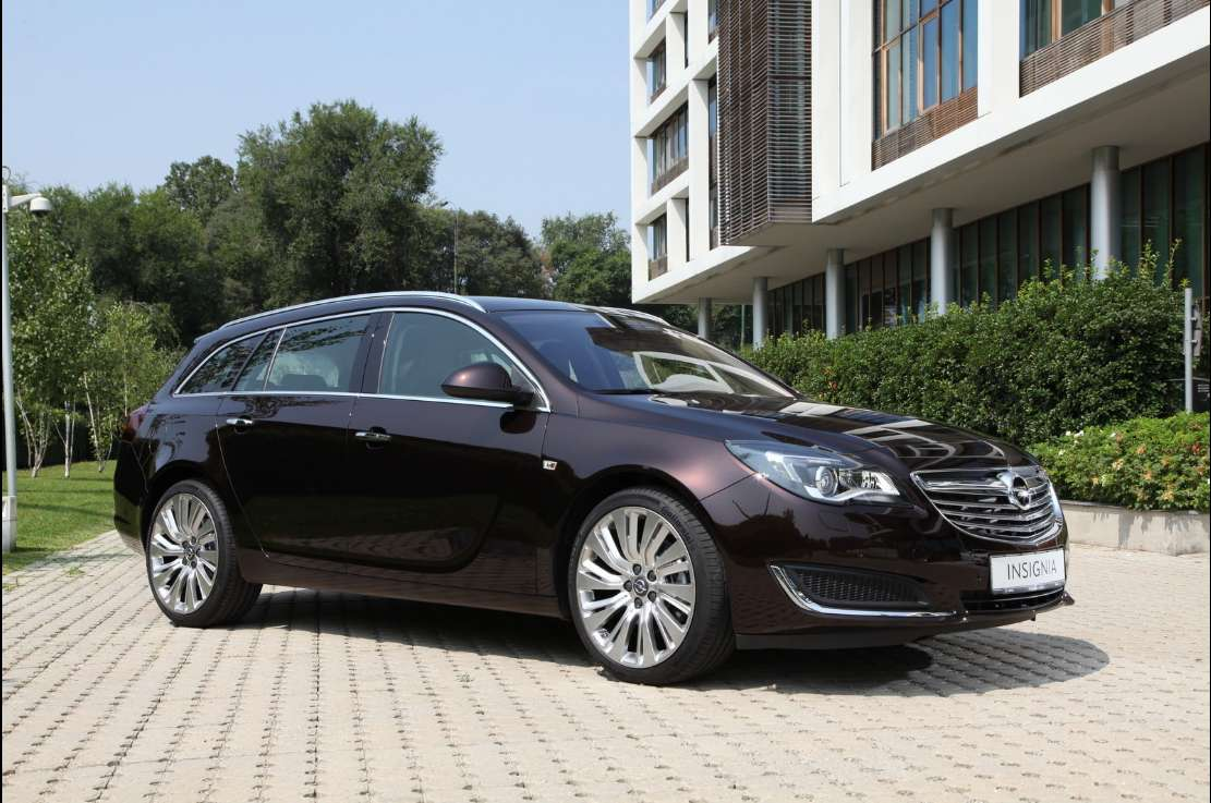 laterale anteriore Opel Insignia Sports Tourer 2014