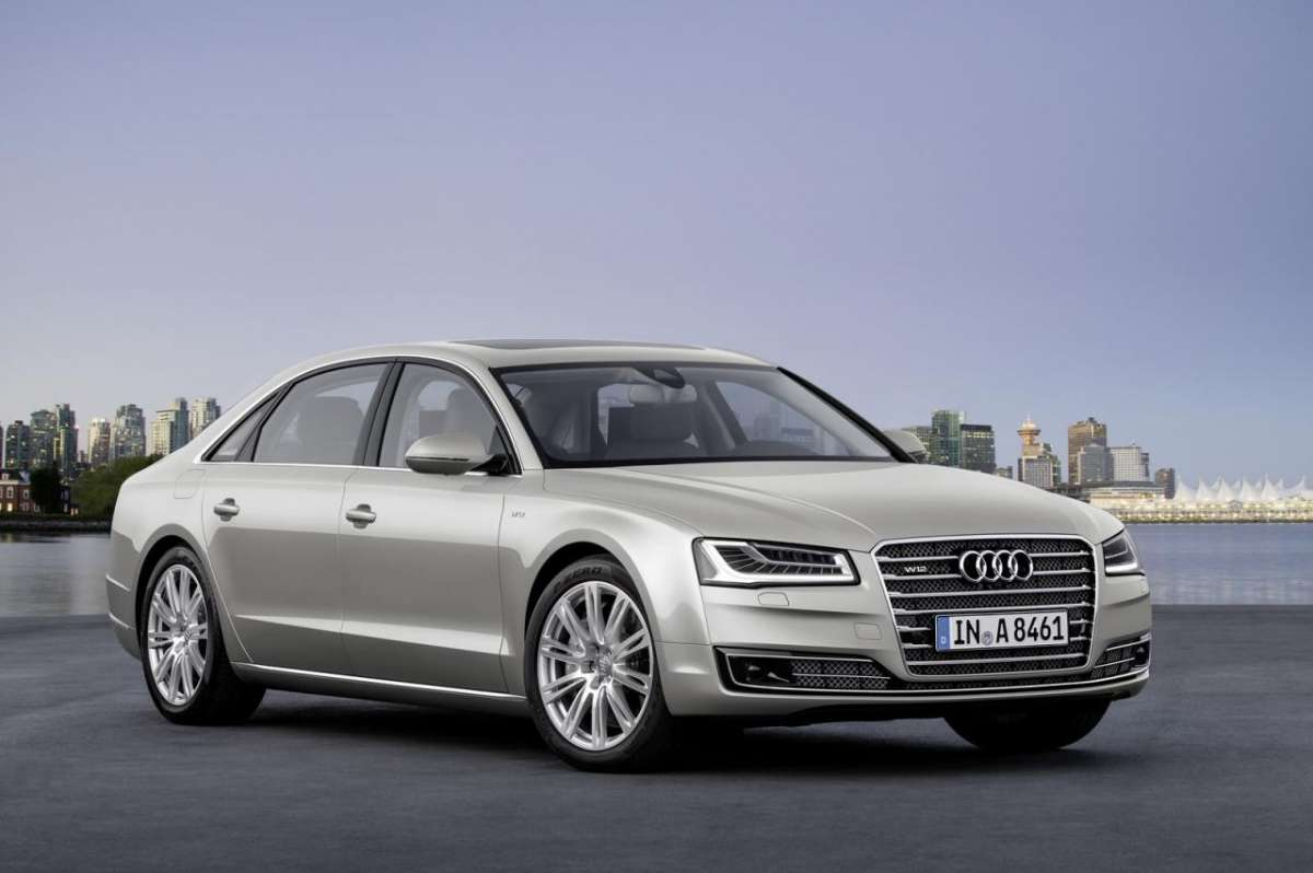frontale dell'Audi A8 2014