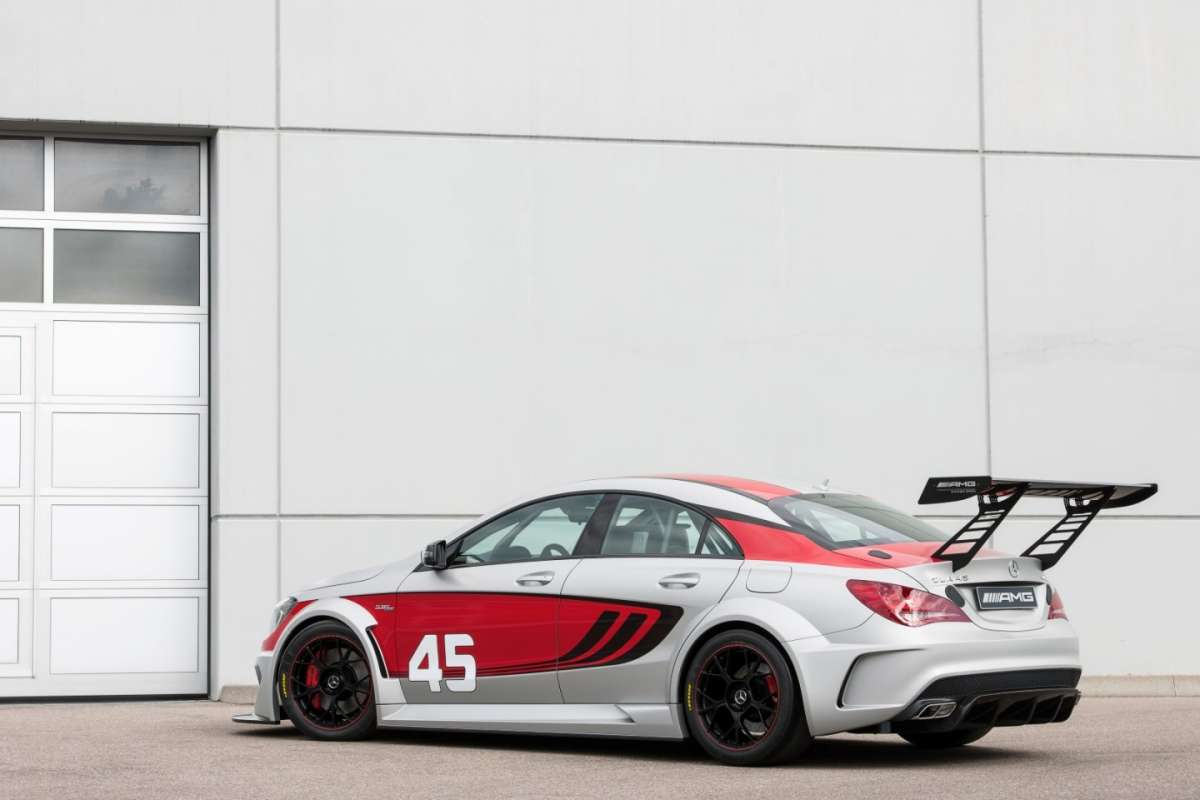 Mercedes CLA 45 Amg Racing Series, ala posteriore