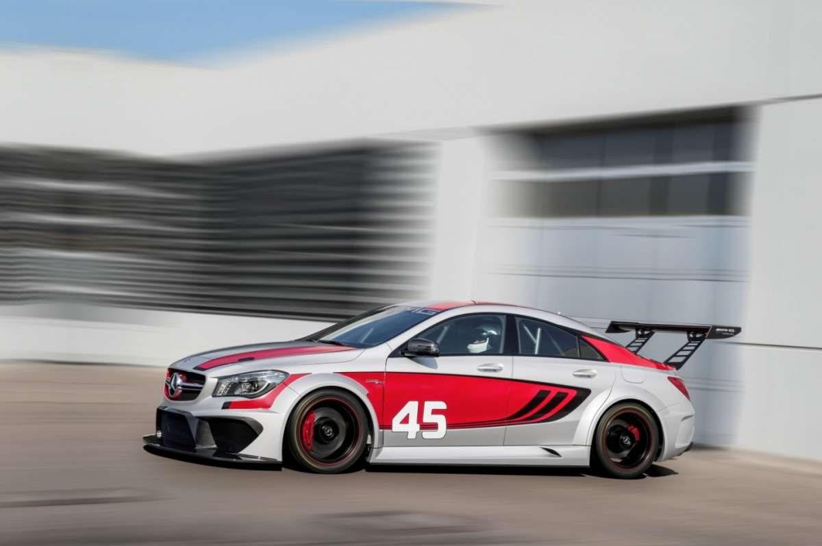 Mercedes CLA 45 Amg Racing Series, assetto