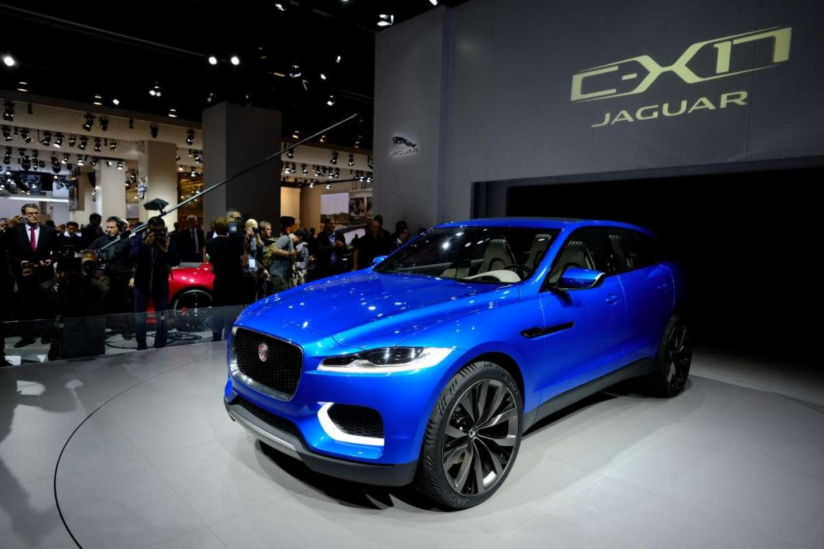 Jaguar C-X17, fari led