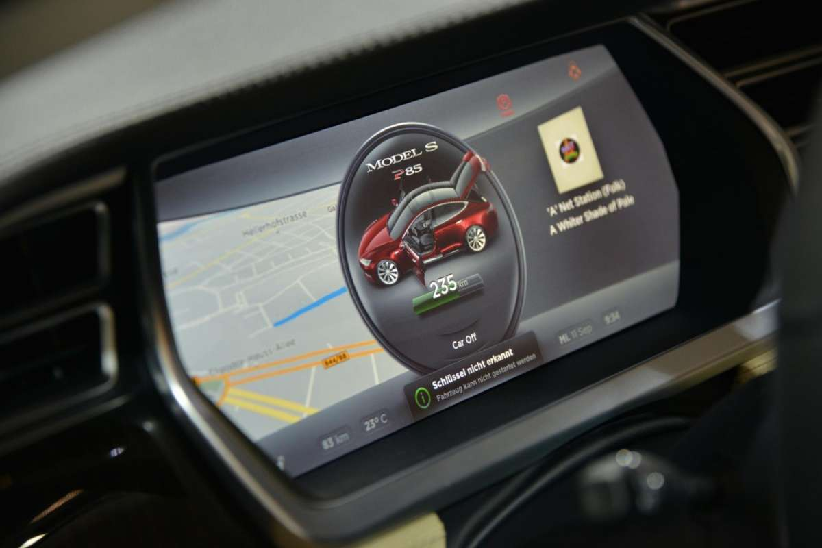 Tesla Model S, infotainment