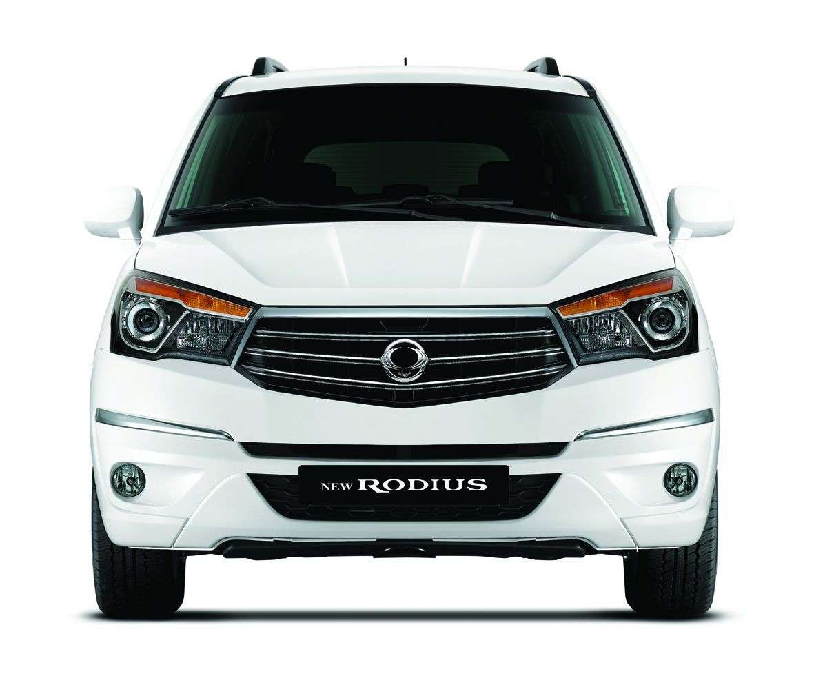 frontale del Ssangyong Rodius 2014