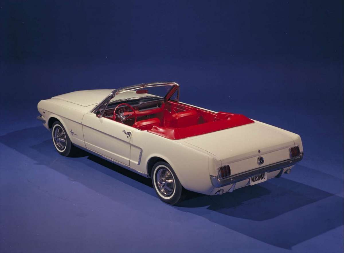 Ford Mustang 1964 posteriore