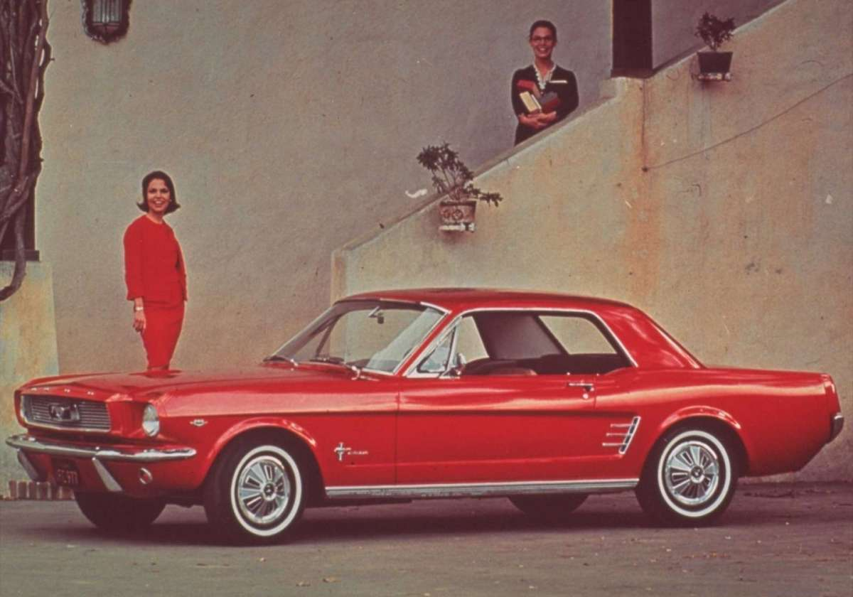 Ford Mustang 1966 rossa