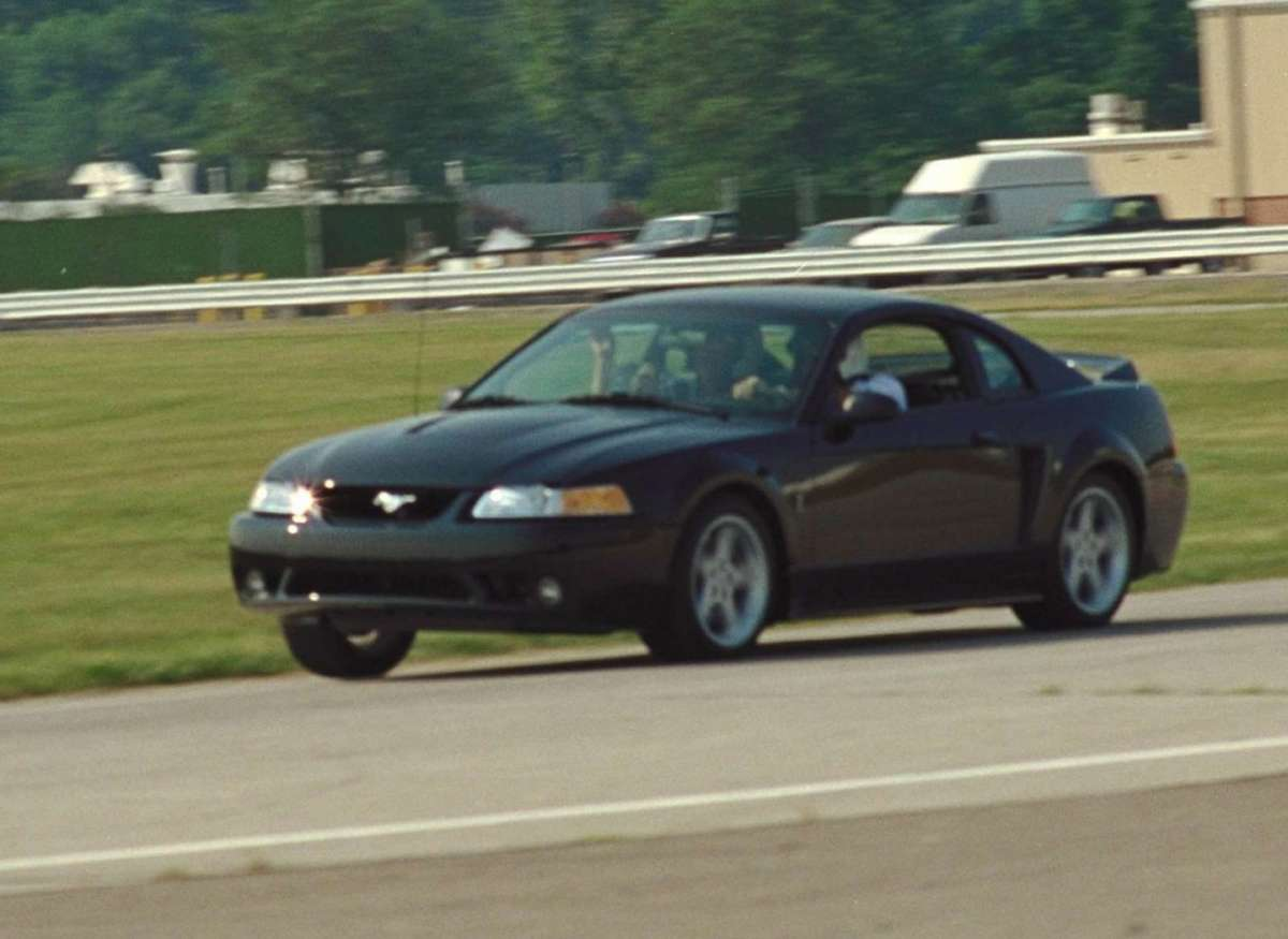Ford Mustang 1999 nera