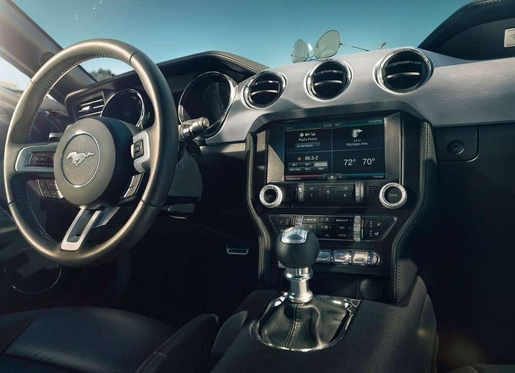Ford Mustang 2014, plancia