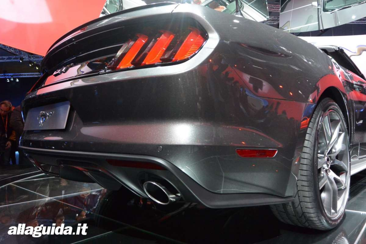 nuova Ford Mustang convertible, scarichi