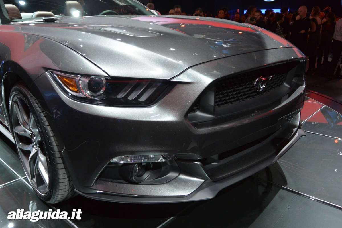 nuova Ford Mustang convertible, motore