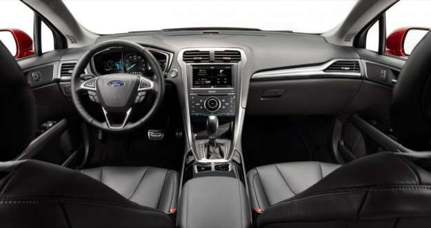 Ford Mondeo 2014 interni