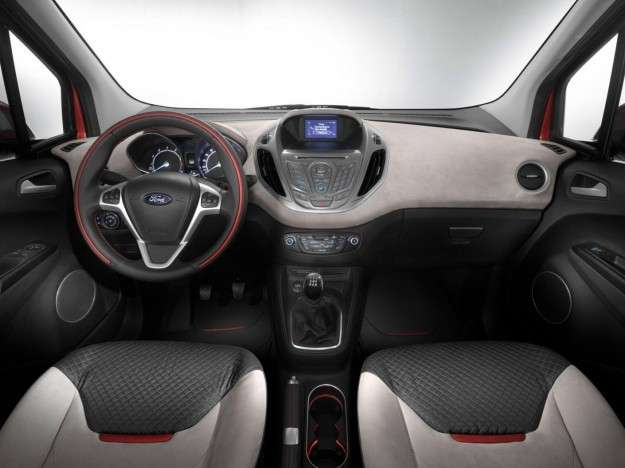 Ford Tourneo Courer 2014 interno