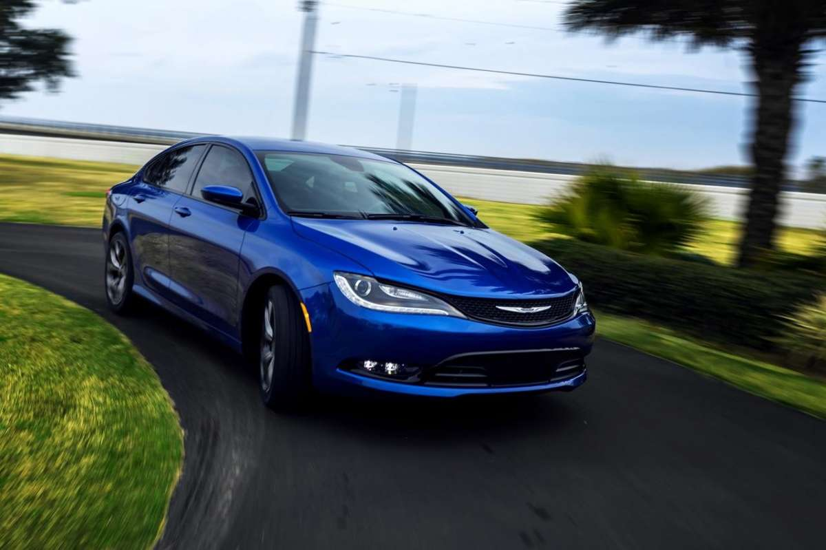 Chrysler 200 S laterale anteriore