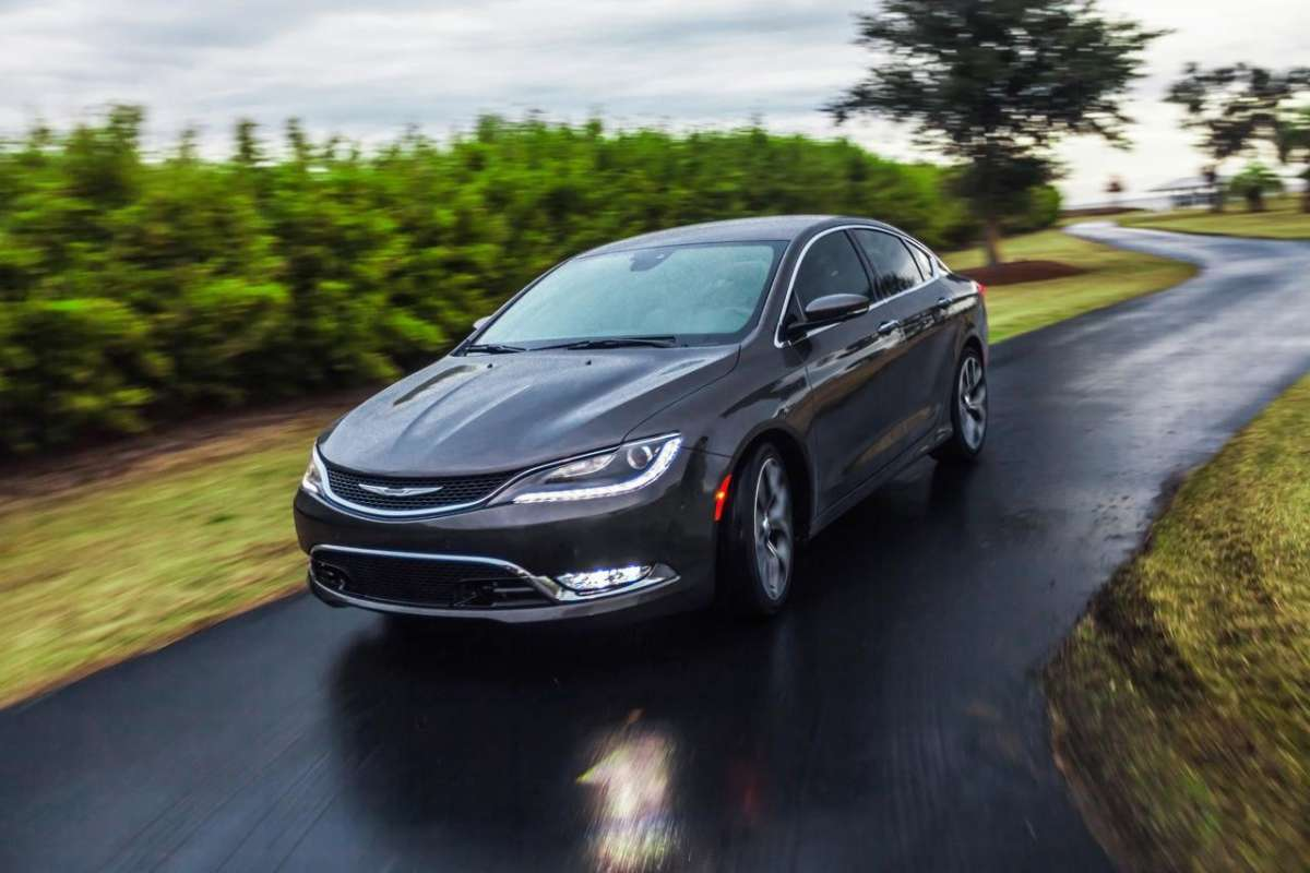 Chrysler 200 laterale anteriore