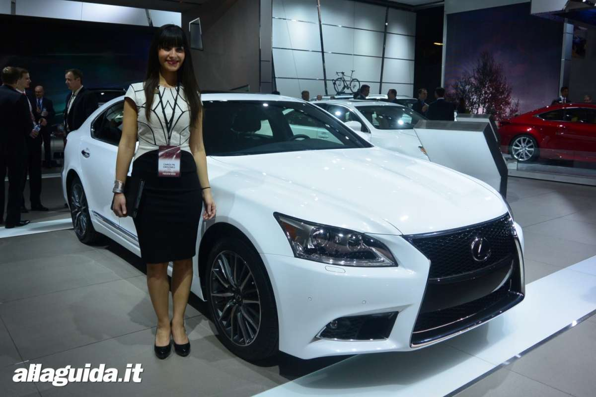 Le Hostess del NAIAS 2014 (16)