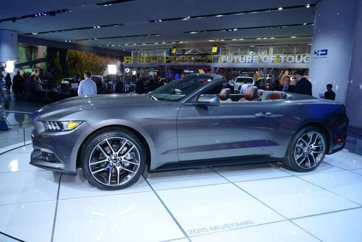 Ford Mustang 2014 Convertible laterale