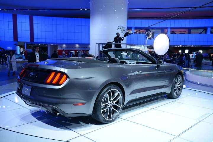 Ford Mustang 2014 Convertible posteriore