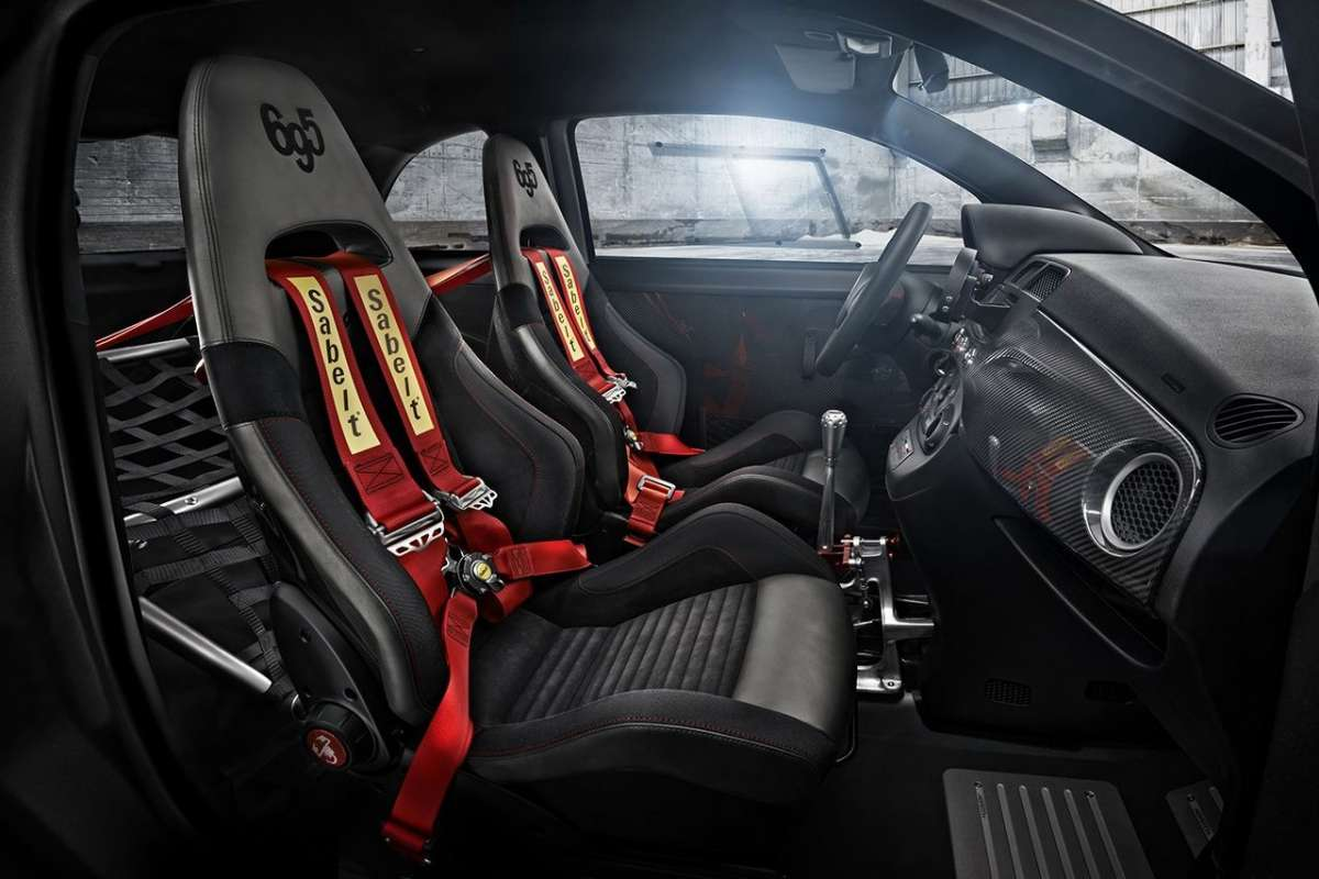 Abarth 695 Biposto interni
