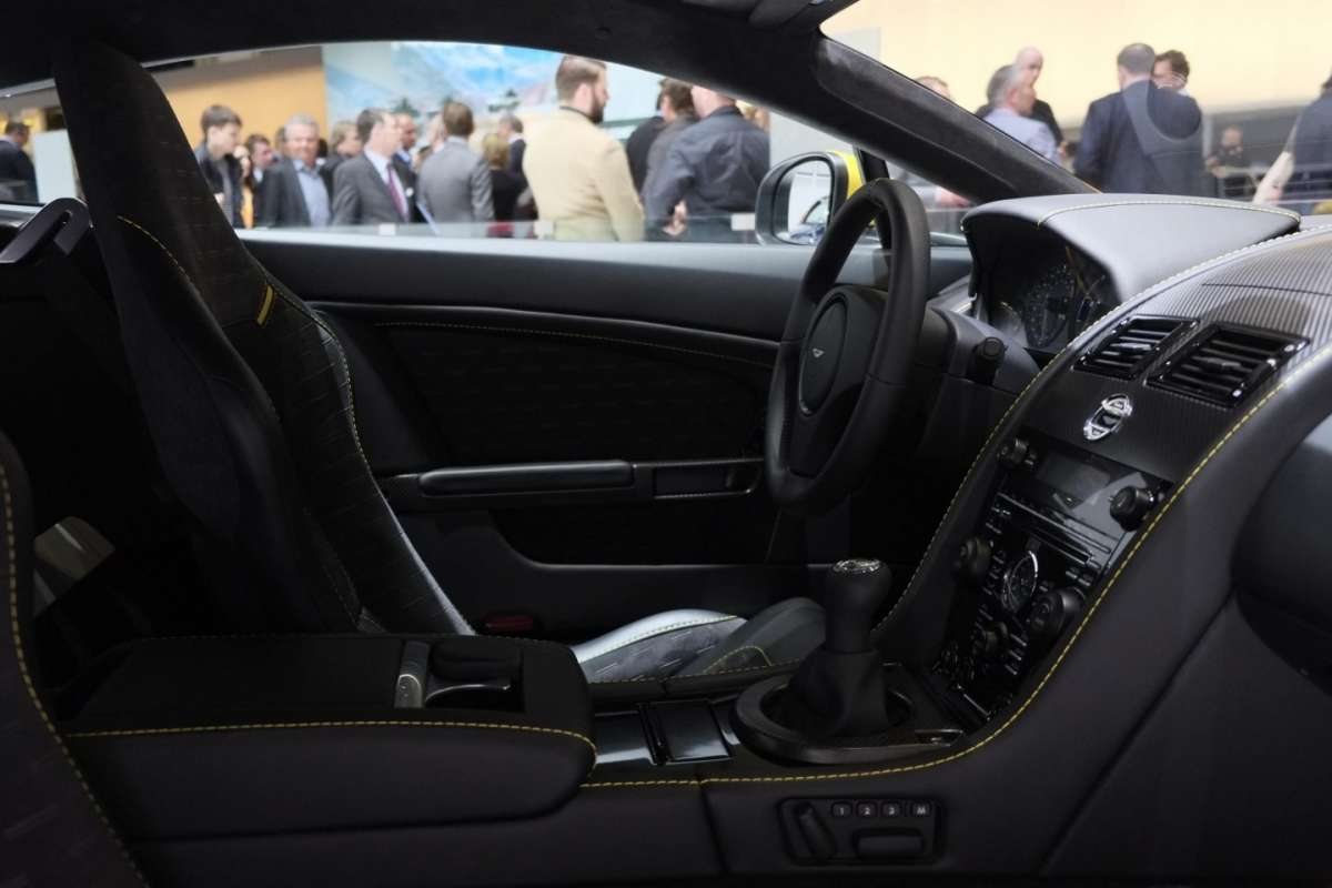 Aston Martin DB9 Carbon Black, Salone di Ginevra 2014 - 2