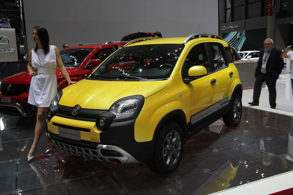 fiat panda cross al salone di ginevra 2014 foto allaguida. Black Bedroom Furniture Sets. Home Design Ideas