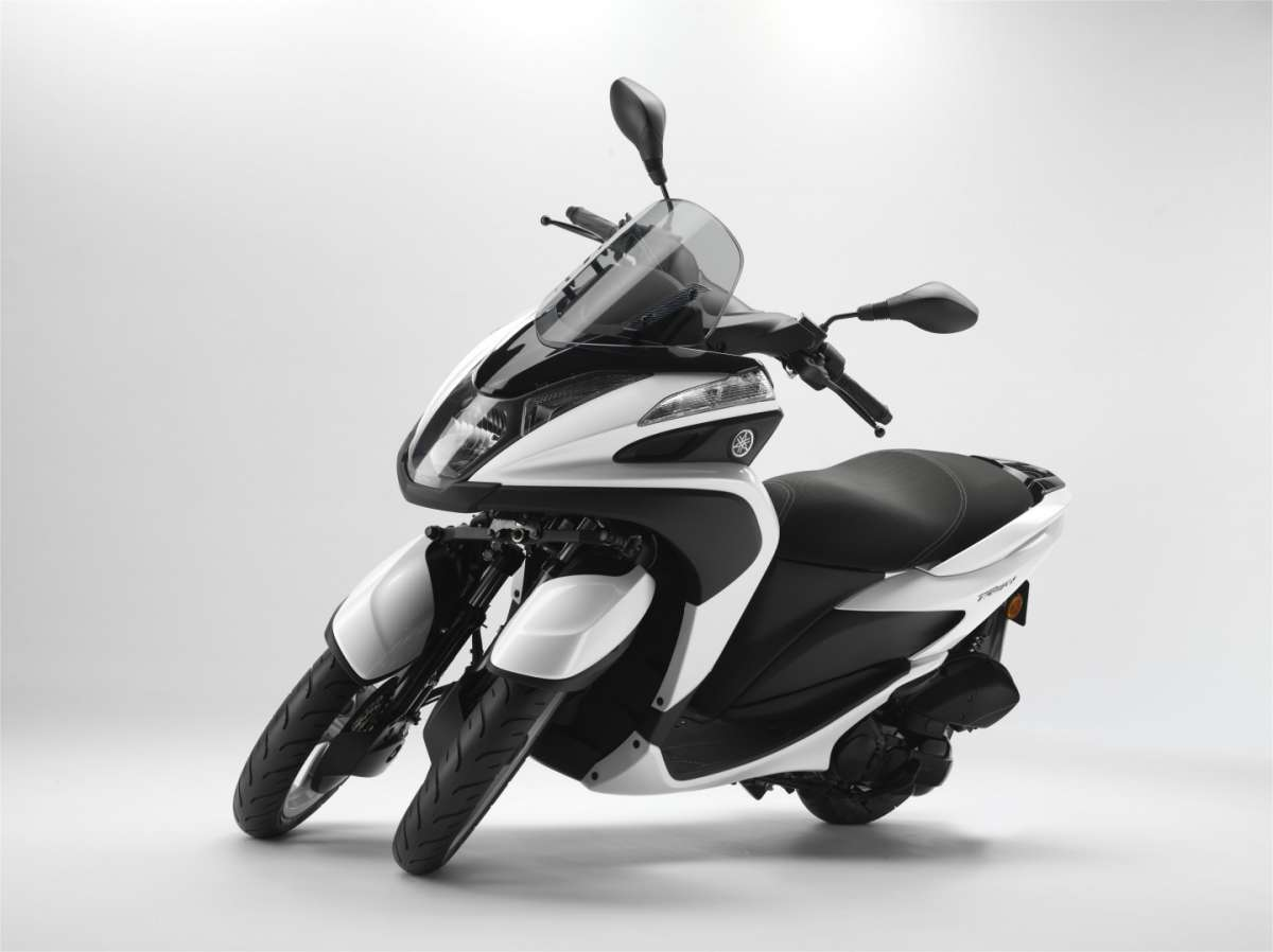 Yamaha Tricity in piega