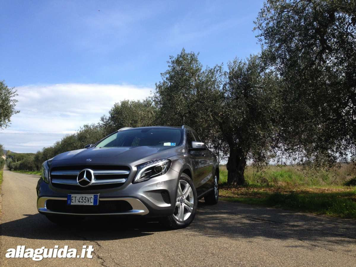Frontale del crossover Mercedes