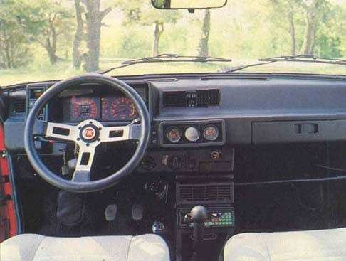 Fiat Ritmo Abarth 125 TC vista dall'interno