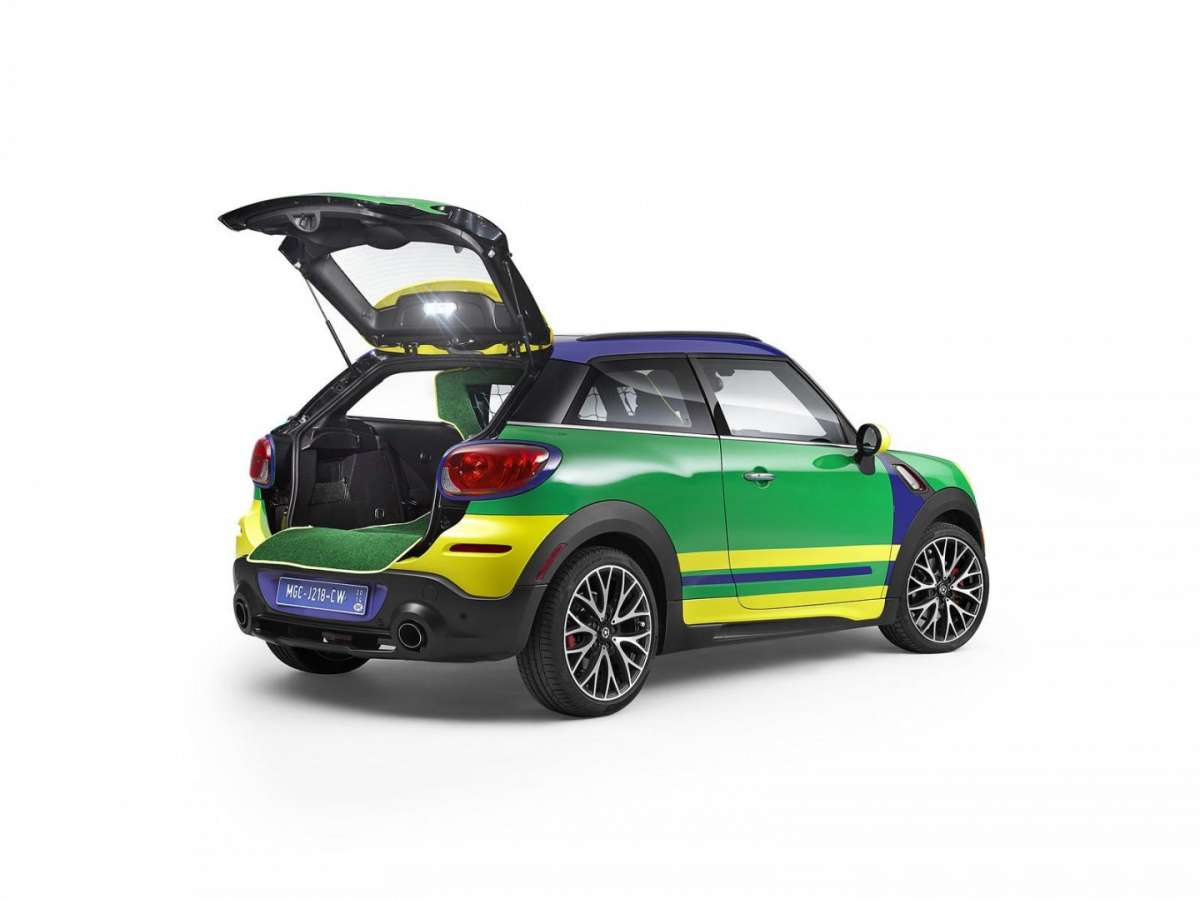 Visuale tre quarti posteriore della MINI Paceman GoalCooper
