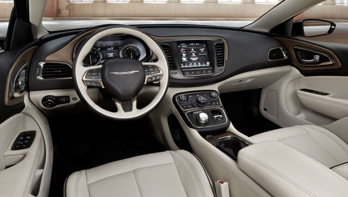 2015 Chrysler 200 interni
